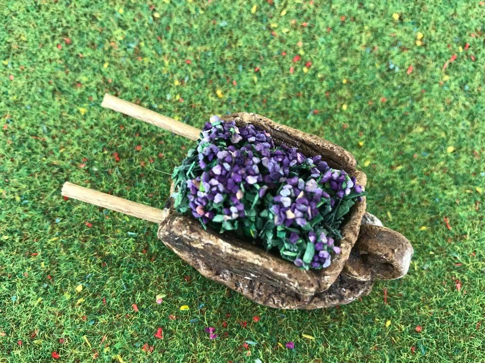 Accessoires de crèche : 1 Brouette miniature de lavandes