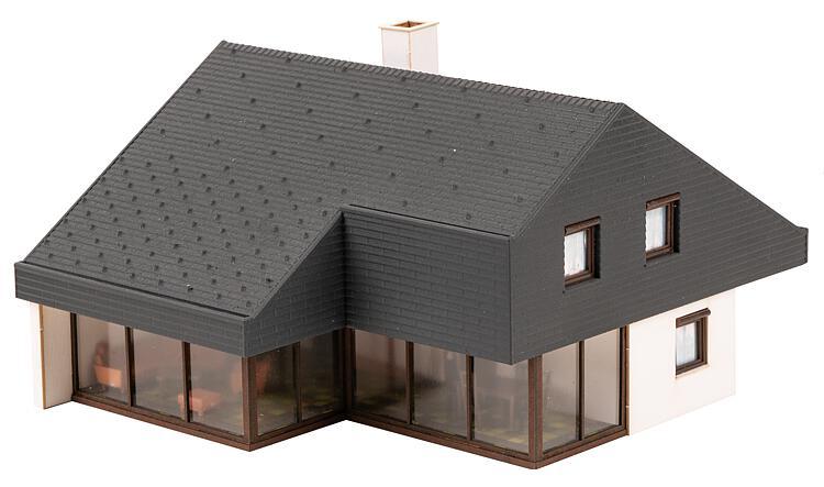 Maison d'architecte avec toit en panneaux HO 1:87 - Faller 130643
