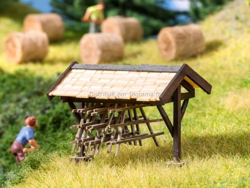 Bâtiment miniature : Abri pour chevalets de foin - 1:87 HO - Noch 14250