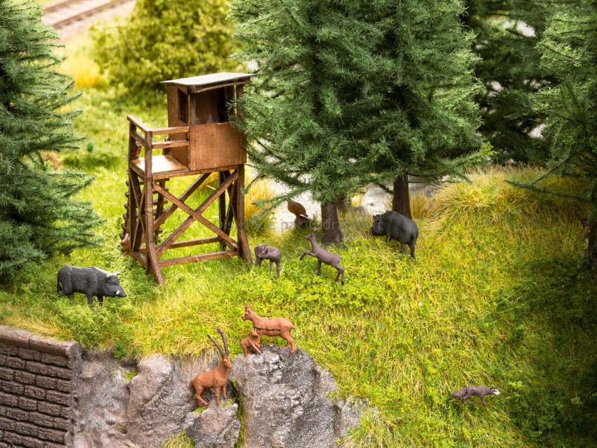 Figurines miniatures : Dans la forêt avec 12 animaux - 1:120 TT - Noch 12545