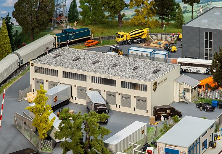 Bâtiment miniature : Hall logistique UPS - 1:87 HO - Faller 130785