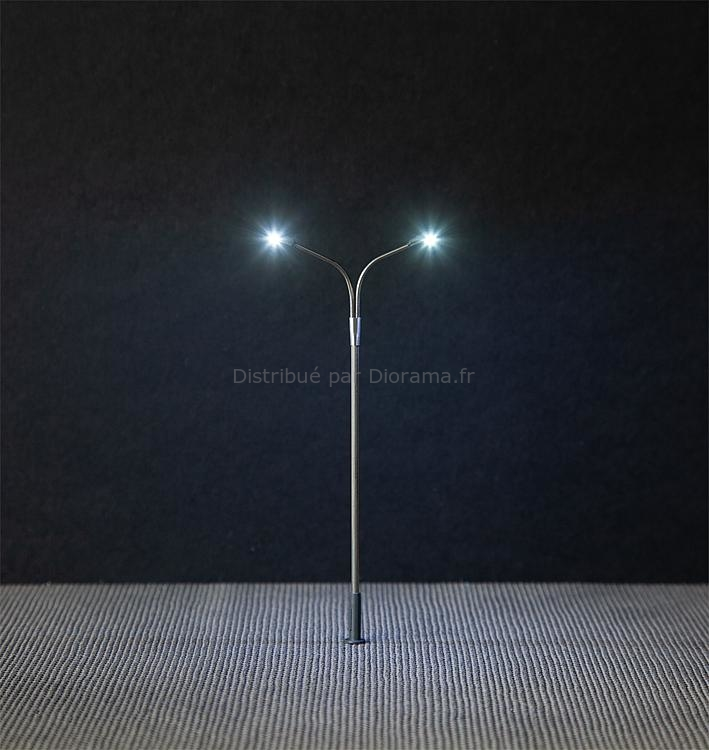 Éclairage miniature : Éclairage public LED, lampadaire, deux bras - Faller 180201