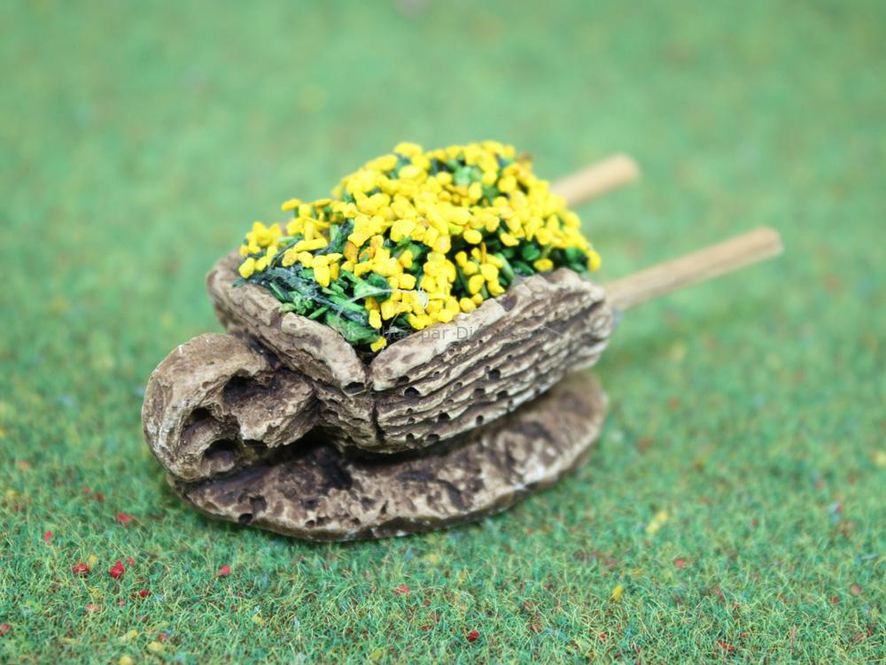 Accessoires de crèche : 1 Brouetteminiature de fleurs jaunes - FR 21122Ro